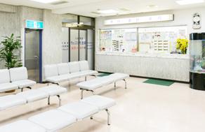 調布駅から徒歩5分にある桐生クリニックは内科、小児科を中心に子どもからお年寄りまで全ての方を診る医療を目指しています。